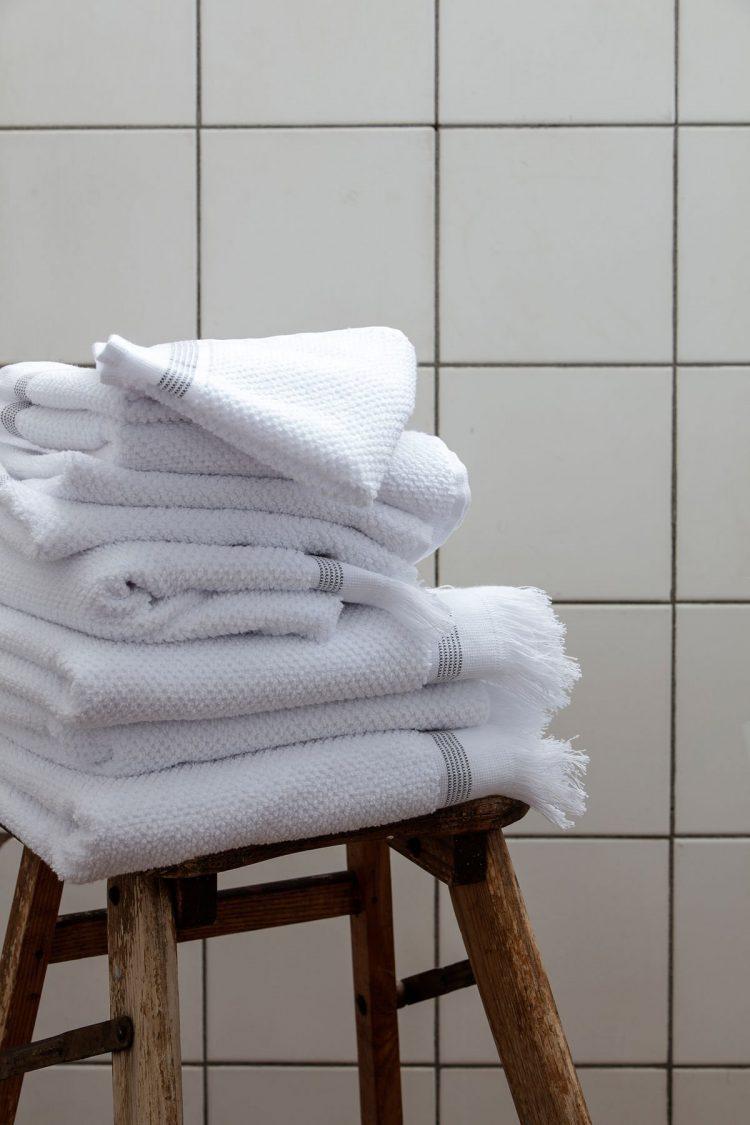 Handtuch - Weiß mit grauen Streifen