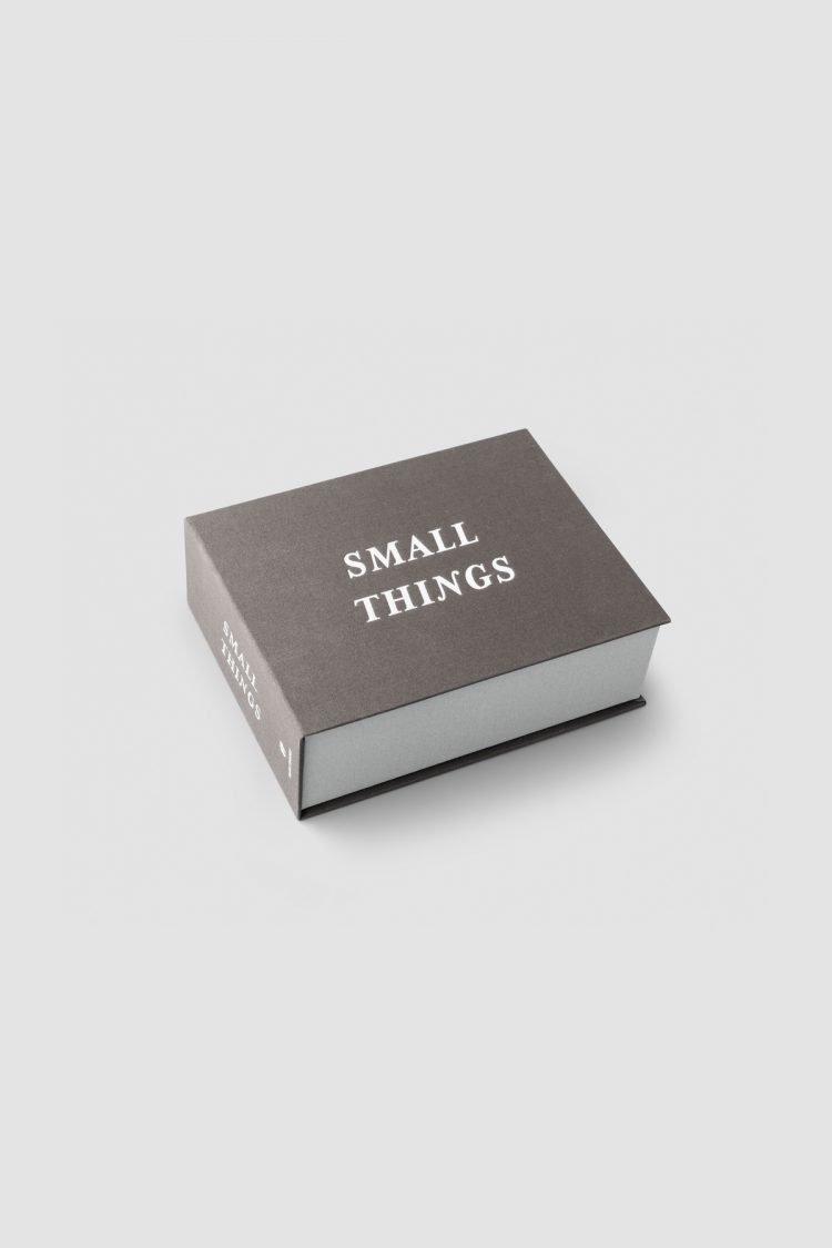 Small Things Box, Grau