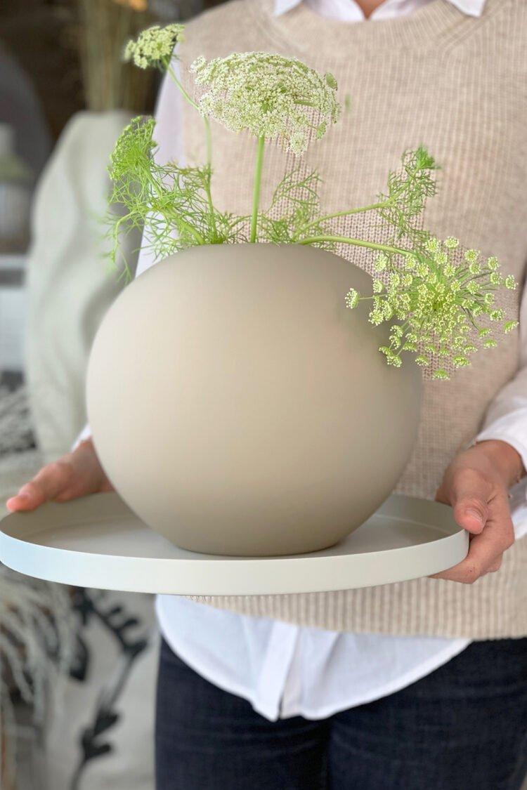 Vase Ball, Sand